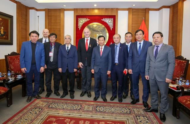 Ảnh: Chủ tịch FIFA Gianni Infantino trong chuyến thăm và làm việc tại Việt Nam - Ảnh 4.