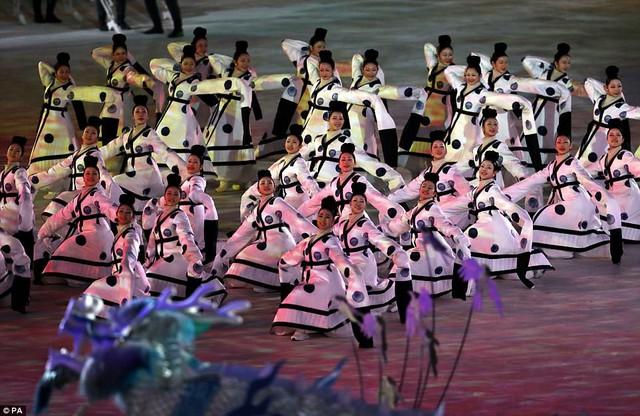 ẢNH: Lễ khai mạc đầy màu sắc của Olympic Pyeongchang 2018 - Ảnh 4.