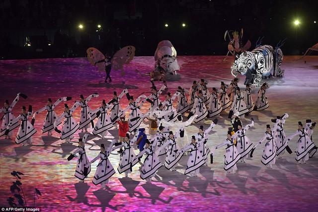 ẢNH: Lễ khai mạc đầy màu sắc của Olympic Pyeongchang 2018 - Ảnh 6.