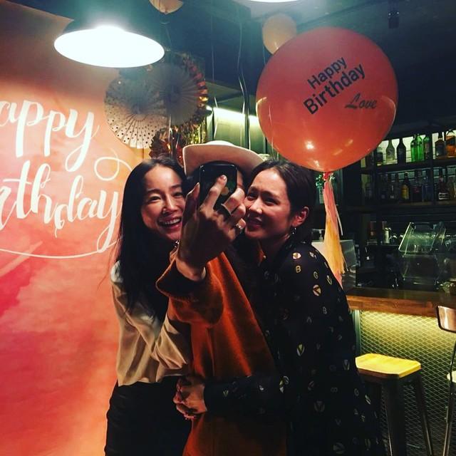 Son Ye Jin mừng sinh nhật bên hội bạn nổi tiếng - Ảnh 1.
