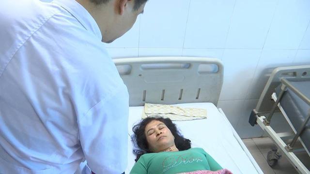 Cấp cứu các bệnh nhân trong vụ nổ tại huyện Yên Phong, tỉnh Bắc Ninh - Ảnh 1.