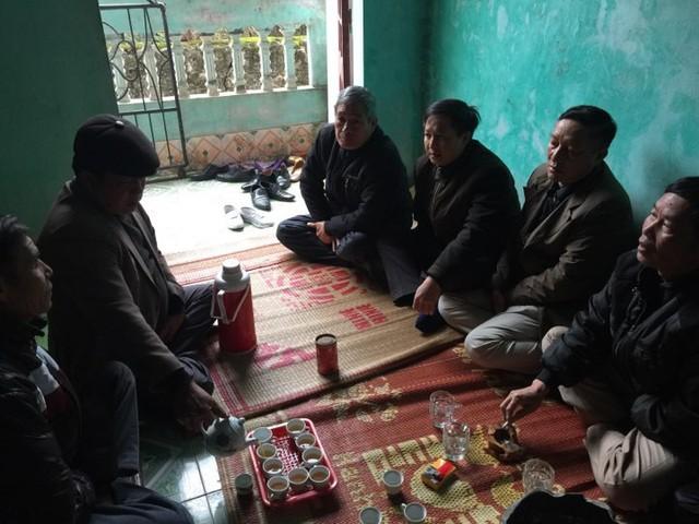 Vụ chìm thuyền ở Thanh Hóa: Khăn tang phủ kín làng chài - Ảnh 3.