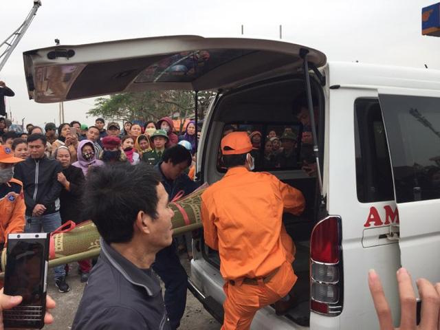 Tìm thấy 1 trong 8 ngư dân mất tích trong vụ chìm thuyền ở Thanh Hóa - Ảnh 4.