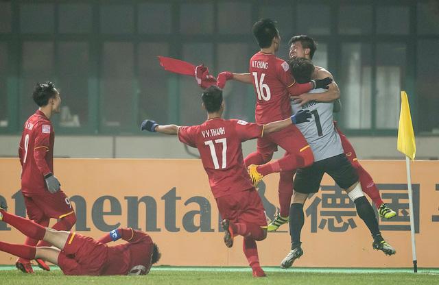 Họp báo sau trận U23 Việt Nam - U23 Iraq: HLV Park Hang Seo bật khóc - Ảnh 1.