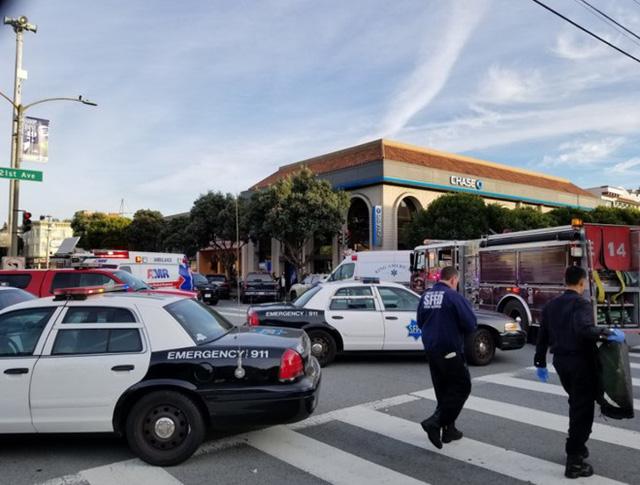 Mỹ: Xe tải lao vào người đi bộ tại San Francisco - Ảnh 2.