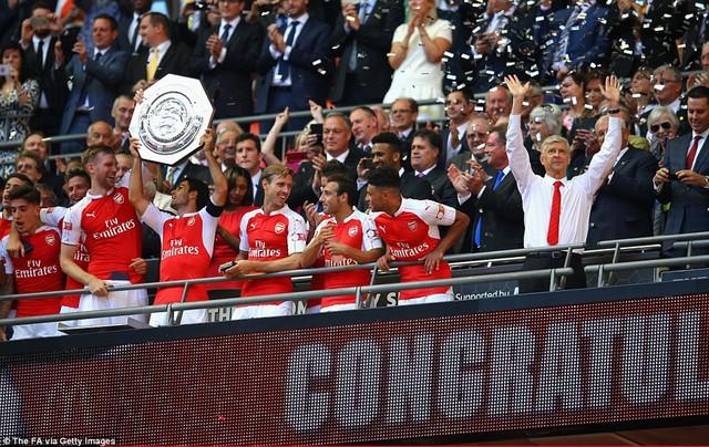 ẢNH: Nhìn lại 10 trận đấu giữa Arsenal và Chelsea - Ảnh 3.