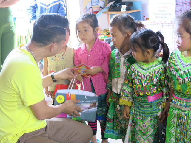 Hỗ trợ xây công trình phụ cho học sinh Mầm non Khe Ron - Ảnh 8.