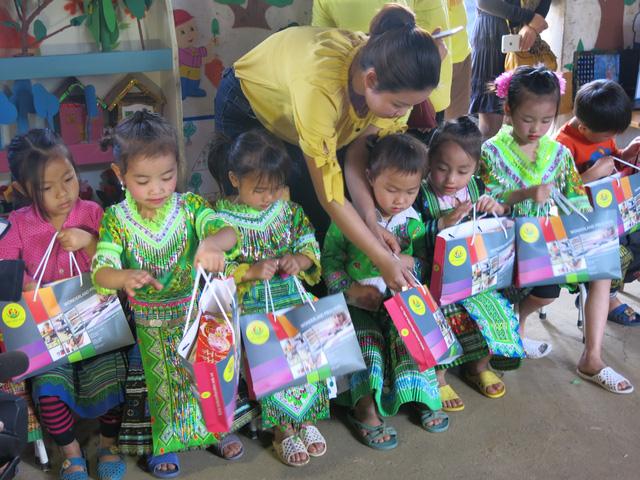Hỗ trợ xây công trình phụ cho học sinh Mầm non Khe Ron - Ảnh 9.