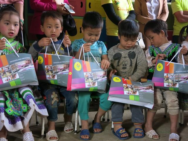 Hỗ trợ xây công trình phụ cho học sinh Mầm non Khe Ron - Ảnh 10.