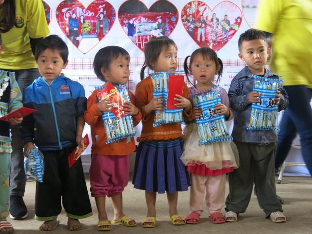 Hỗ trợ xây công trình phụ cho học sinh Mầm non Khe Ron - Ảnh 11.