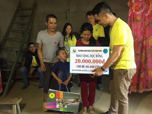 Trao học bổng 60 triệu đồng cho học sinh dân tộc nghèo - Ảnh 4.
