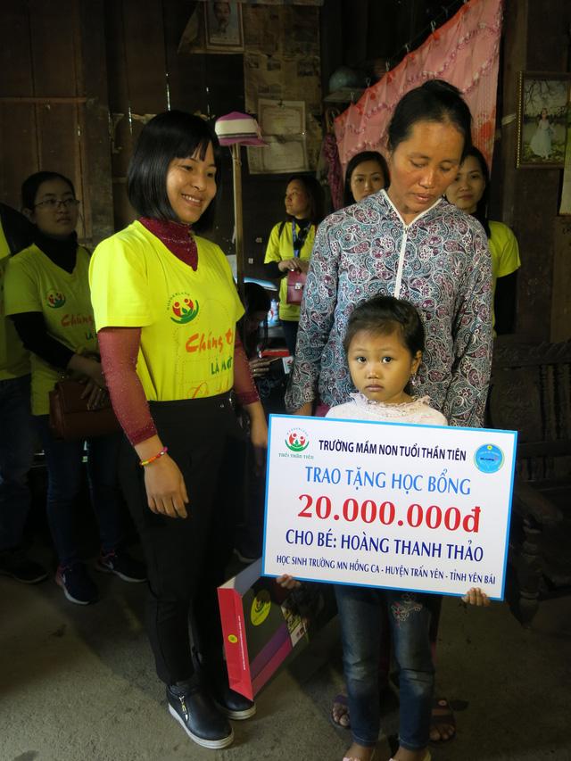 Trao học bổng 60 triệu đồng cho học sinh dân tộc nghèo - Ảnh 2.