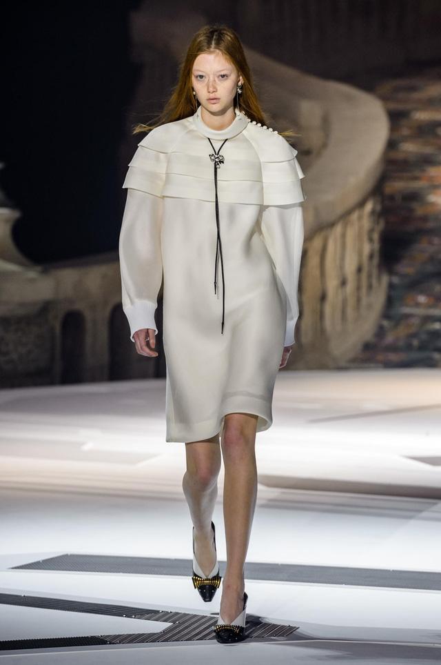 Louis Vuitton ra mắt bộ sưu tập mới ở Bảo tàng Louvre - Ảnh 11.