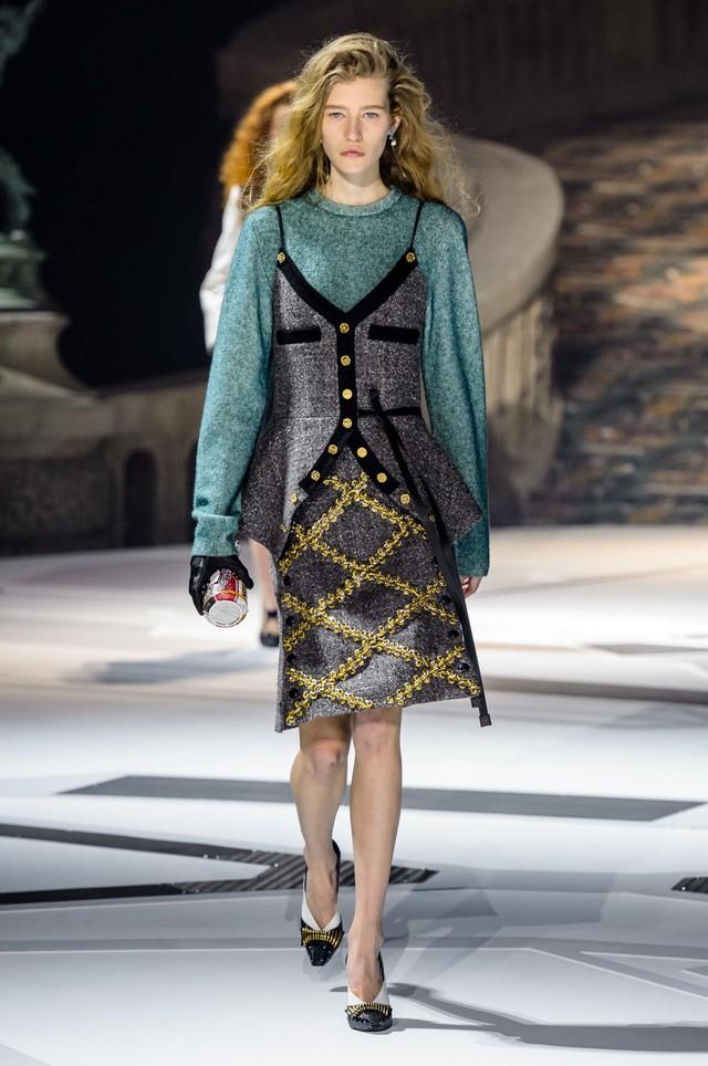 Louis Vuitton ra mắt bộ sưu tập mới ở Bảo tàng Louvre - Ảnh 8.