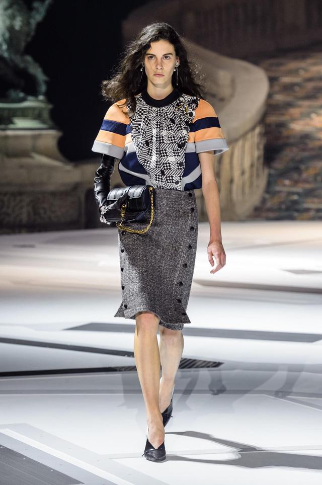 Louis Vuitton ra mắt bộ sưu tập mới ở Bảo tàng Louvre - Ảnh 5.
