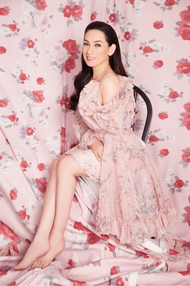 Phi Nhung bất ngờ gợi cảm với sắc hồng ngọt ngào - Ảnh 3.