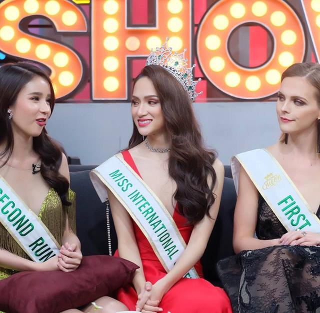 Hương Giang Idol bị hỏi chuyện mua giải trên sóng truyền hình Thái Lan - Ảnh 4.