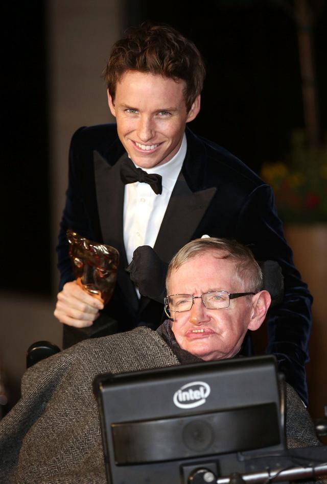 Eddie Redmayne tưởng nhớ Stephen Hawking - Ảnh 1.