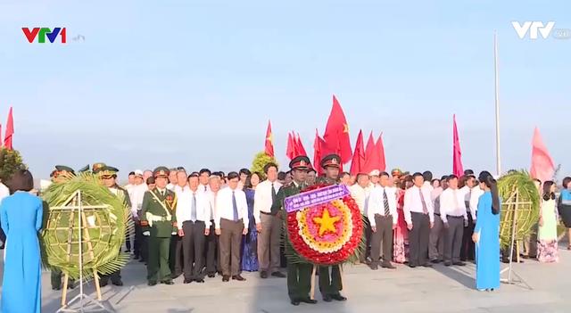 Dâng hương tưởng niệm 64 chiến sĩ Gạc Ma - Ảnh 1.