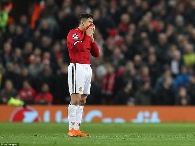 Man Utd thua sốc, các chuyên gia đổ xô chê bai Sanchez - Ảnh 3.