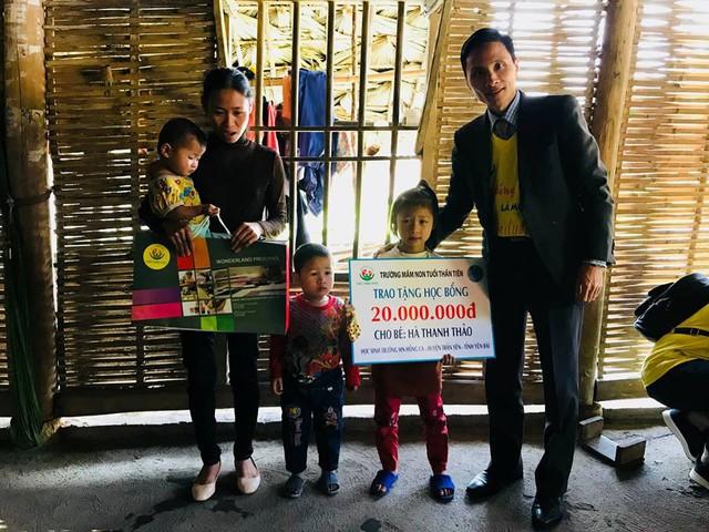 Trao học bổng 60 triệu đồng cho học sinh dân tộc nghèo - Ảnh 8.