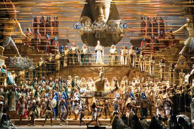 Biểu diễn opera dưới chân kim tự tháp Ai Cập - Ảnh 1.