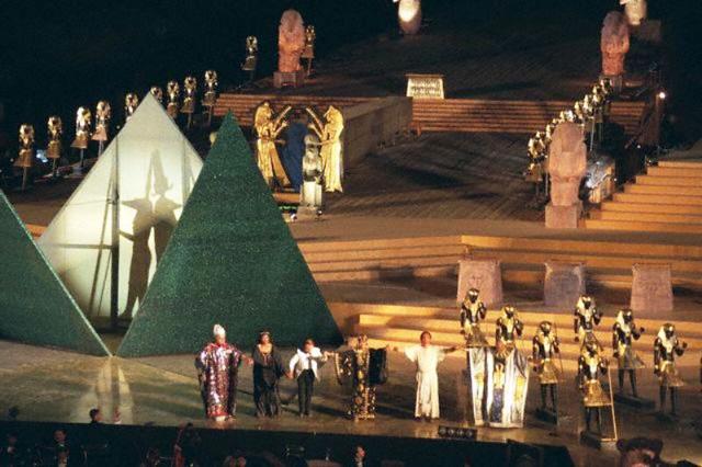 Biểu diễn opera dưới chân kim tự tháp Ai Cập - Ảnh 2.