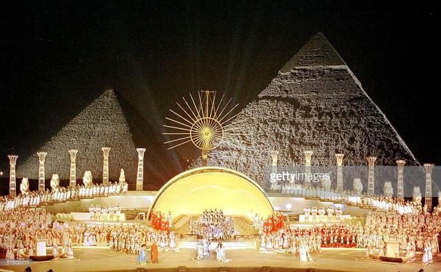 Biểu diễn opera dưới chân kim tự tháp Ai Cập - Ảnh 3.