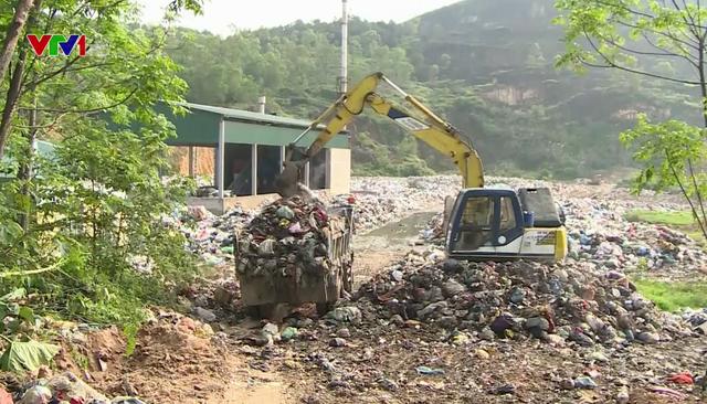 Hà Tĩnh: Hàng trăm hộ dân khổ sở vì sống chung với bãi rác ô nhiễm - Ảnh 1.