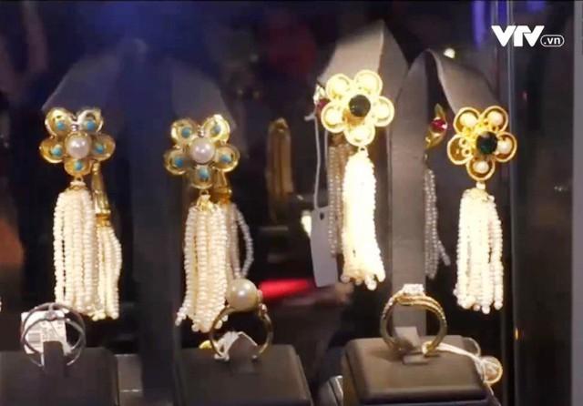 Hãng trang sức Qatar tung sản phẩm tôn vinh vẻ đẹp phụ nữ Hồi giáo - Ảnh 1.