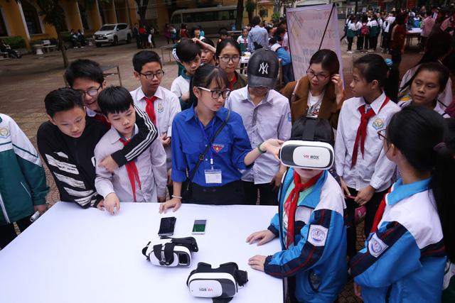 Ngày hội STEM tỉnh Bắc Ninh thu hút hàng nghìn học sinh, thầy cô tới tham dự - Ảnh 3.