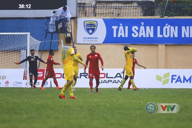 ẢNH: Đình Tùng tỏa sáng, FLC Thanh Hóa giành 3 điểm đầu tiên - Ảnh 10.
