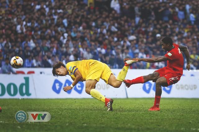 ẢNH: Đình Tùng tỏa sáng, FLC Thanh Hóa giành 3 điểm đầu tiên - Ảnh 11.