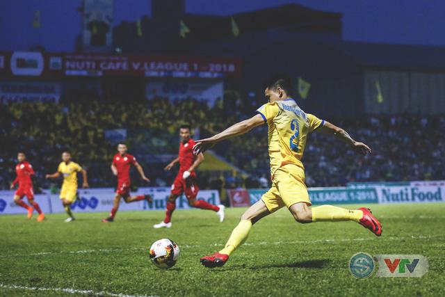 ẢNH: Đình Tùng tỏa sáng, FLC Thanh Hóa giành 3 điểm đầu tiên - Ảnh 14.