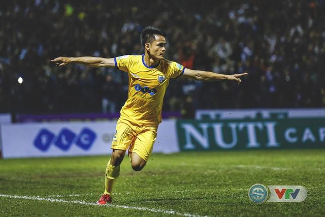 ẢNH: Đình Tùng tỏa sáng, FLC Thanh Hóa giành 3 điểm đầu tiên - Ảnh 16.