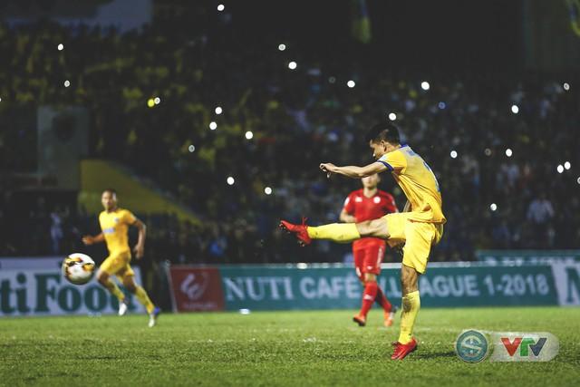 ẢNH: Đình Tùng tỏa sáng, FLC Thanh Hóa giành 3 điểm đầu tiên - Ảnh 19.