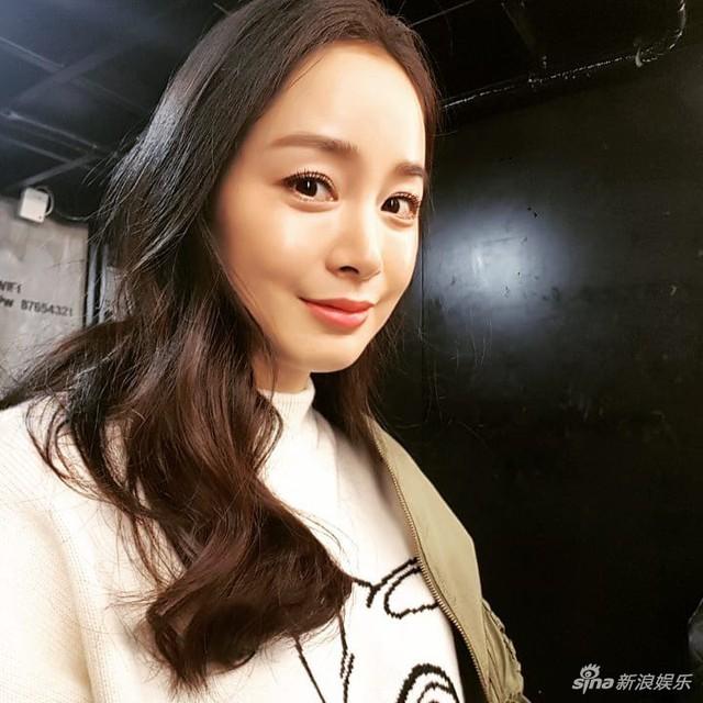 Kim Tae Hee lần đầu xuất hiện sau thời gian nghỉ sinh - Ảnh 3.