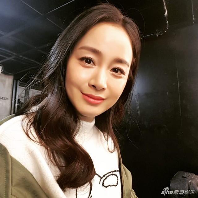 Kim Tae Hee lần đầu xuất hiện sau thời gian nghỉ sinh - Ảnh 2.