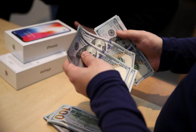 Tại Mỹ, chỉ người giàu mới dùng iPhone và iPad - Ảnh 1.