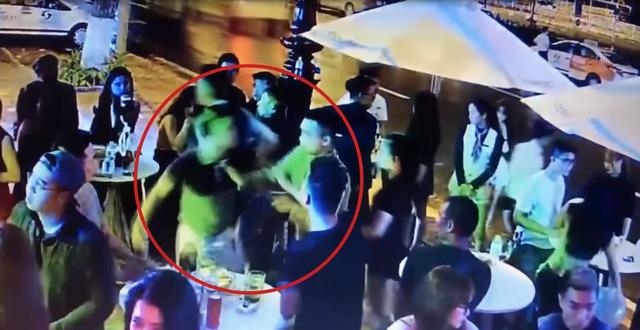 Đà Nẵng: Khởi tố đối tượng hành hung phóng viên trong quán bar tại Đà Nẵng - Ảnh 1.