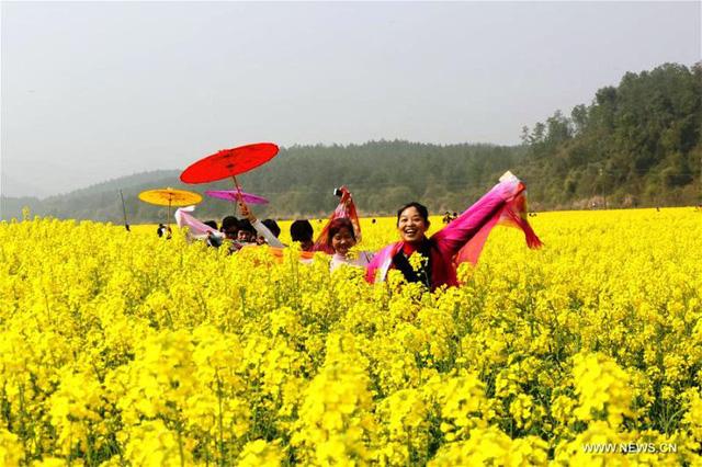 Mùa hoa nở Trung Quốc thu hút hàng ngàn khách du lịch - Ảnh 7.