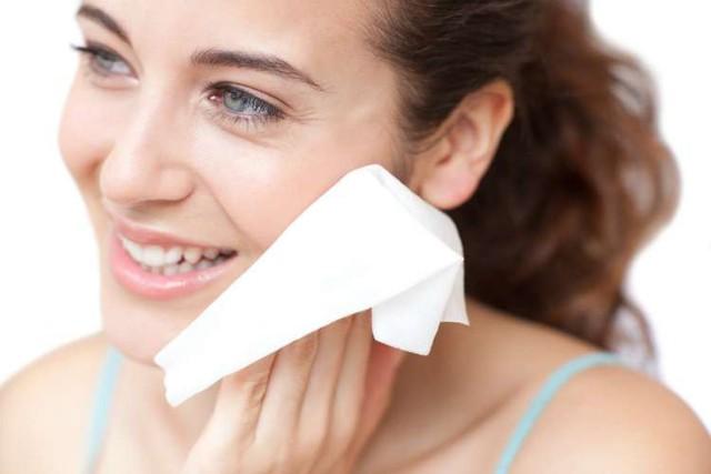 Khăn tẩy trang có thể hủy hoại làn da nếu bạn sử dụng sai cách - Ảnh 1.