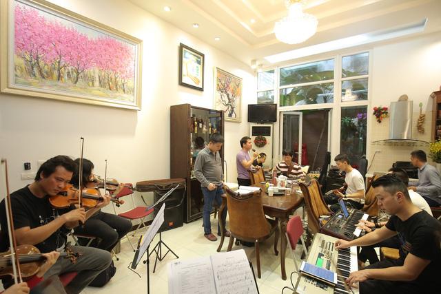 Thanh Lam, Trọng Tấn say sưa tập luyện tại nhà riêng NS Phú Quang - Ảnh 2.