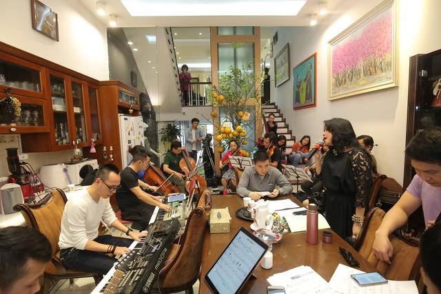 Thanh Lam, Trọng Tấn say sưa tập luyện tại nhà riêng NS Phú Quang - Ảnh 1.