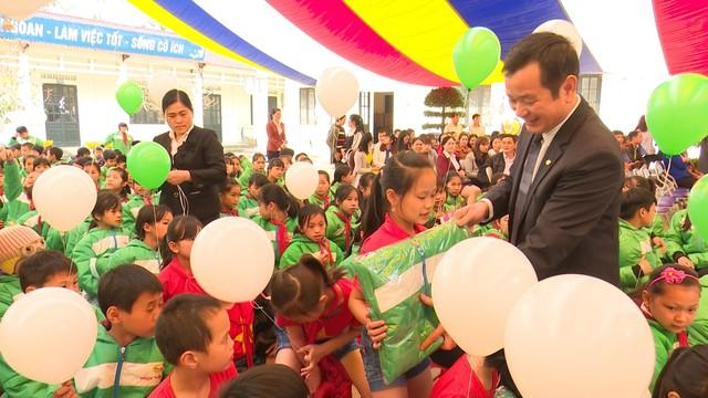 Xây dựng cây cầu dân sinh 1,5 tỷ đồng cho người dân vùng cao tỉnh Cao Bằng - Ảnh 1.