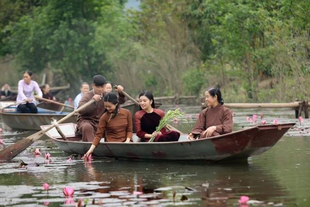 Sao mai Nguyễn Thu Hằng làm em gái diễn viên Kiều Anh trong MV mới - Ảnh 2.