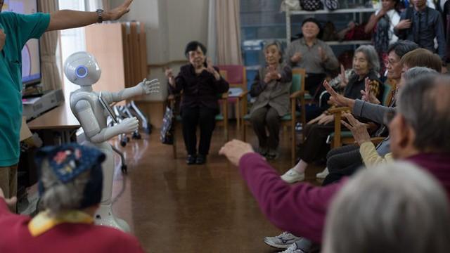 Robot biết làm nũng, khóc nhè mang lại niềm vui cho người già - Ảnh 5.