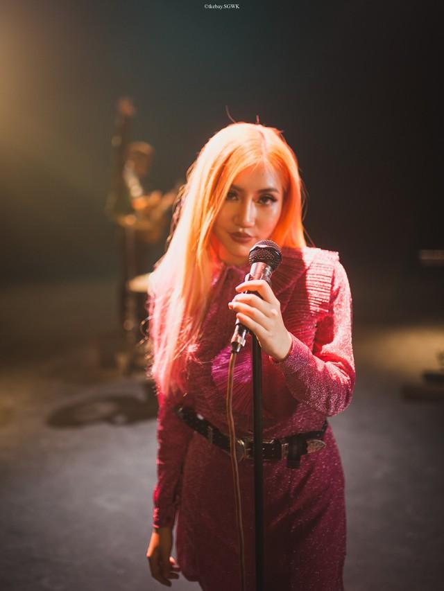 Chiều lòng fan, Châu Đăng Khoa ra mắt Người lạ ơi phiên bản solo của Orange - Ảnh 2.