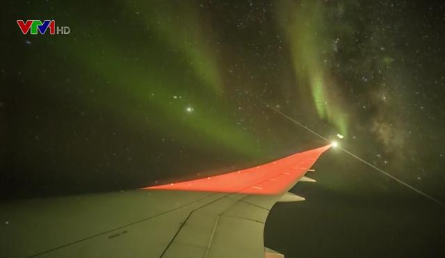 Một hành khách may mắn chứng kiến hiện tượng cực quang khi đi máy bay - Ảnh 1.