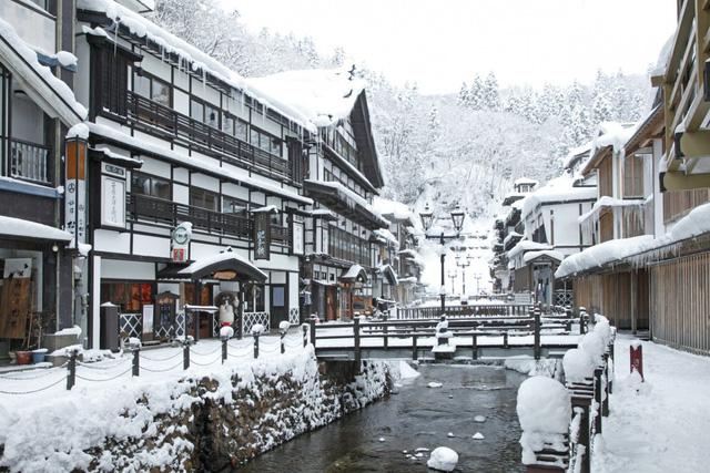 Ginzan Onsen: Ngôi làng mùa đông quyến rũ nhất Nhật Bản - Ảnh 1.
